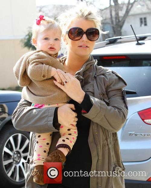 br>* JESSICA SIMPSON GIVES BIRTH TO A SON...