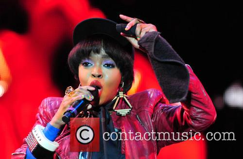 br>* LAURYN HILL CHECKS INTO PRISON R&B star...