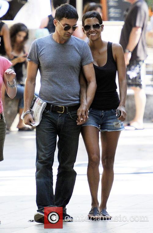 File Photo**  * HALLE BERRY PREGNANT WITH...
