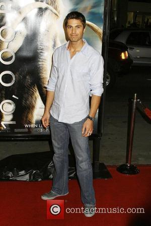 Eric Winter Los Angeles Premiere of '10,000 BC' at Grauman's Chinese Theatre - Arrivals Los Angeles, California - 05.03.08