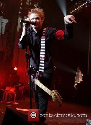 Deryck Whibley Hospitalised With Severe Pneumonia
