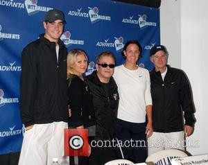 Anna Kournikova, Elton John, Lindsay Davenport and team members