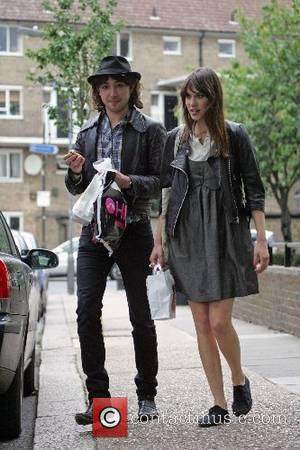 Alex Zane and Alexa Chung return to their studio after going out shopping London, England - 16.05.07