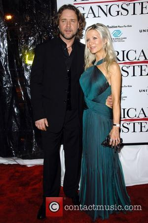 Russell Crowe, Danielle Spencer New York Premiere of 'American Gangster' at the Apollo Theater in Harlem New York City, USA...