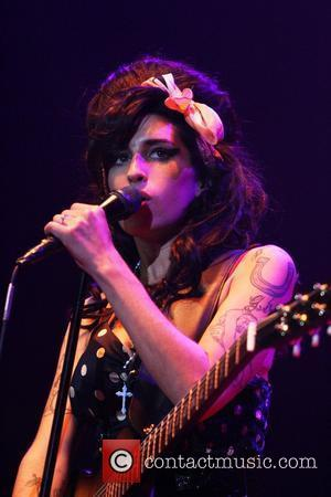 Winehouse Dedicates Gig To Jailed Husband