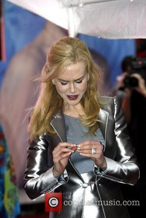 Kidman Asks Hotel Staff To Change Lightbulbs
