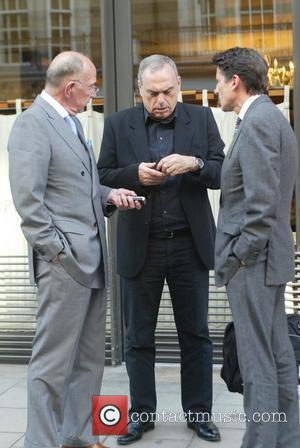 Avram Grant and No Doubt