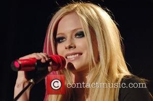 Lavigne Struggles To Sing And Dance