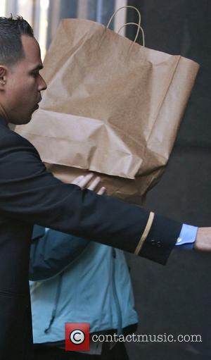 Jennifer Garner hides behind a brown paper bag while arriving at her Manhattan residence New York City, USA - 02.11.07