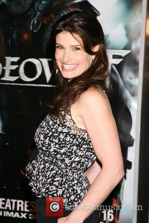 Idina Menzel Premiere of 'Beowulf' at Mann's Village Theater - Arrivals Los Angeles, California - 05.11.07