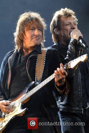 Sambora + Locklear Divorced