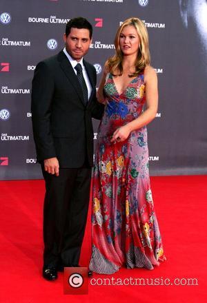 Edgar Ramirez and Julia Stiles