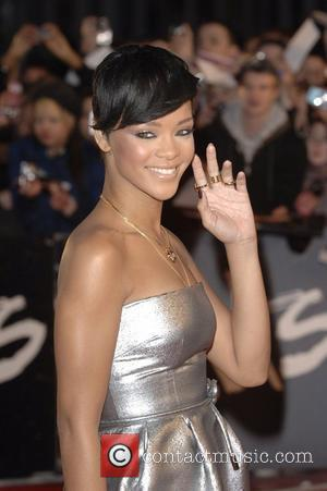 Rihanna Caught Up In Mobile Phone Scam