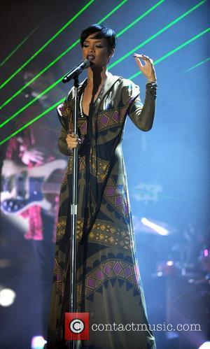 Rihanna Tops European Singles Chart