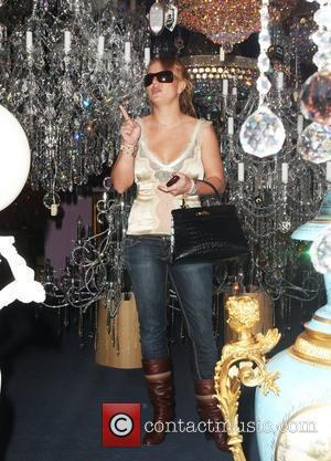 Britney Spears goes shopping for chandeliers while her children are being supervised in her car Los Angeles, California - 04.11.07