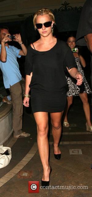 Spears Assistant Served With Federline Papers At Party