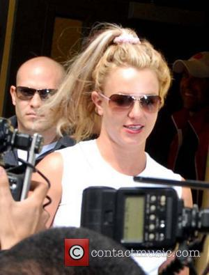 Spears Delivers Lawyer's Letter To Her Mother