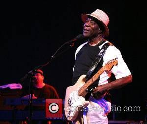 Guy Pays Tribute To Clapton At Crossroads All-star Jam