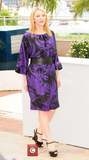 Blanchett Enjoys Cross-dressing Roles