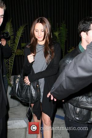 Amanda Bynes leaving the Foxtail nightclub. West Hollywood, California - 24.04.08