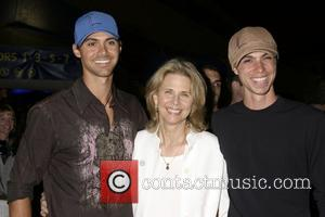 Lindsay Wagner and her sons 'Corteo' Premiere held at the Cirque Du Soleil - Arrivals Los Angeles, California - 23.08.07