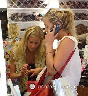 Brittany Daniel and her pregnant twin sister Cynthia Daniel shop at Cross Creek in Malibu Los Angeles, California - 20.05.08
