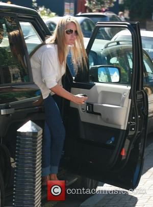 Davinia Taylor arriving home after a shopping trip London, England - 11.09.07