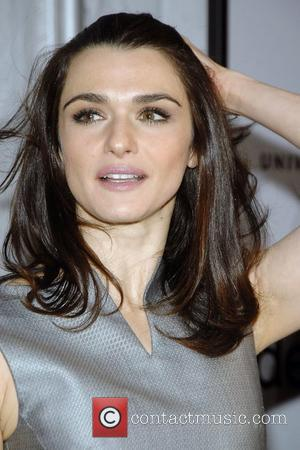 Weisz Turns Oscars Into Fashion Show