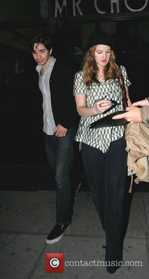 Justin Long and Drew Barrymore leaving Mr. Chow after dining together. Drew stops to sign autographs Los Angeles, California -...