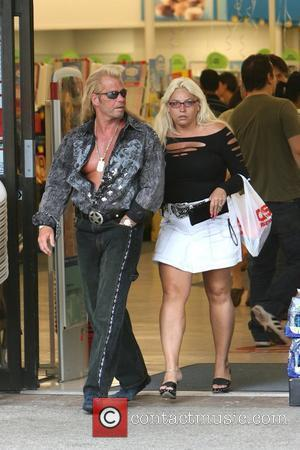 Duane Chapman aka 'Dog' the bounty hunter and his wife La Fonda Sue Honeycutt spend the afternoon together shopping Malibu,...