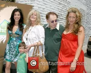 Tricia Leigh Fisher an son Holden, Connie Stevens, Eddie Fisher and Joely Fisher Tree House Social Club Grand Opening Beverly...