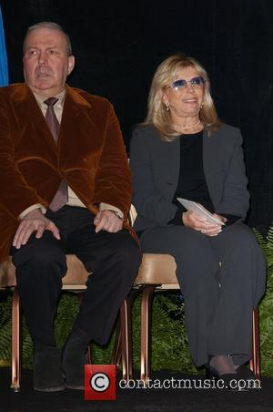 Sinatra Widow Snubbed At Stamp Ceremony