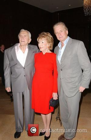 Kirk Douglas Urges Gibson To Seek Catholic Help