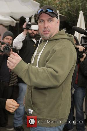 American country music singer-songwriter Garth Brooks leaving the Ivy restaurant Los Angeles, California - 21.02.08