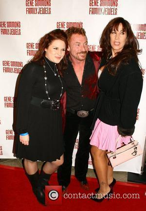 Bonaduce Fights Off Muggers