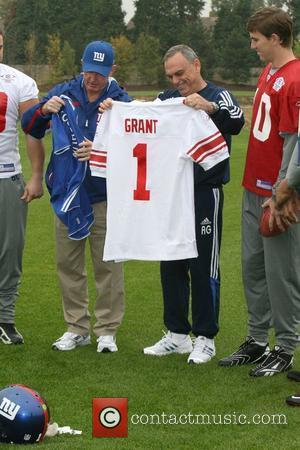 Shaun O'hara, New York Giants Head Coach Tom Coughlin, Chelsea Football Club Manager Avram Grant and Eli Manning