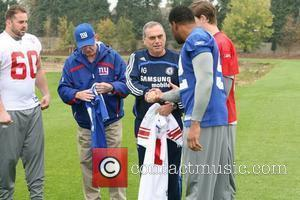 Shaun O'hara, New York Giants Head Coach Tom Coughlin, Chelsea Football Club Manager Avram Grant, Eli Manning and Michael Strahan