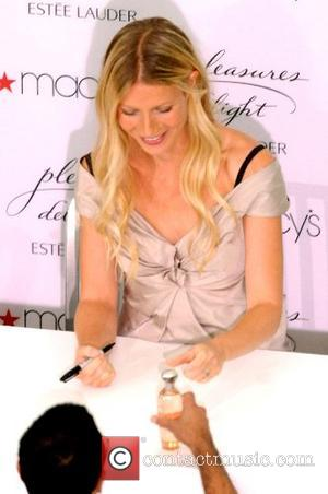 Gwyneth Paltrow promoting her new perfume ' Pleasure Delight ' at Macy's Chicago, Illinois - 17.08.07