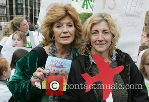 Rula Lenska at the 'We Can' anti-Heathrow expansion protest in Parliament square London, England - 20.05.08