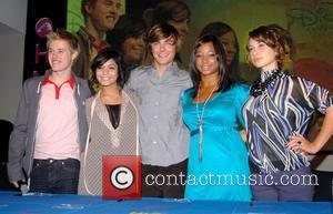 Lucas Grabeel, Vanessa Hudgens, Zac Efron, Monique Coleman and guest stars of High School Musical 2 sign copies of the...