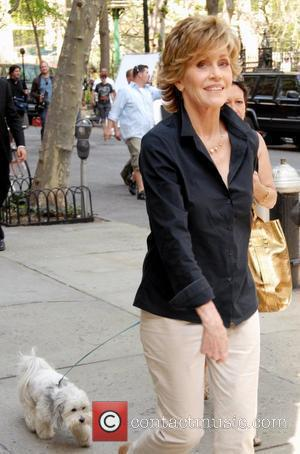 Fonda Shuns Star Treatment