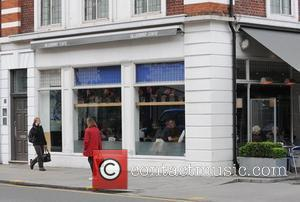 Joe Cole and Carly Zucker have lunch at the Bluebird Cafe London, England - 29.04.08