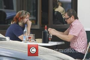 Justin Lee Collins and Alan Carr enjoy lunch together after spending the afternoon at London Zoo London, England - 12.06.07