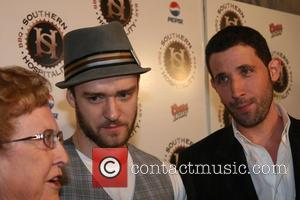 Timberlake Takes Mother To Movie Premiere