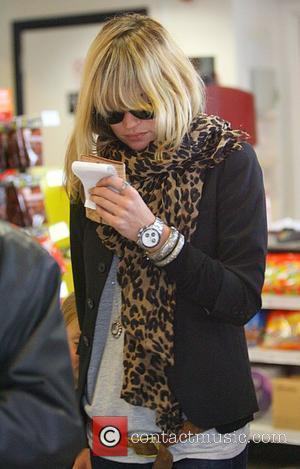 Kate Moss  visits a newsagent after picking up her daughter from school London, England - 25.04.08