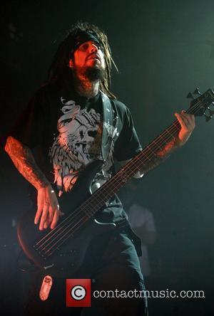 Korn's Davis Cancels Solo Dates