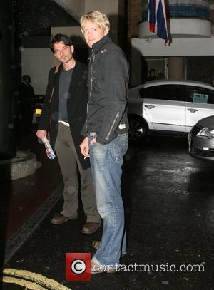 Kris Marshall smoking a cigarette outside his hotel London, England - 25.10.07