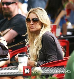 Lindsay Lohan having lunch at a pizza restaurant Los Angeles, California - 30.10.07