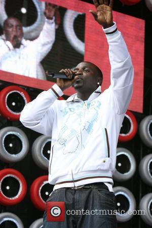 Akon Charged Over Fan-throwing Incident