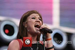 Kelly Clarkson Upset About Songwriting Sexism
